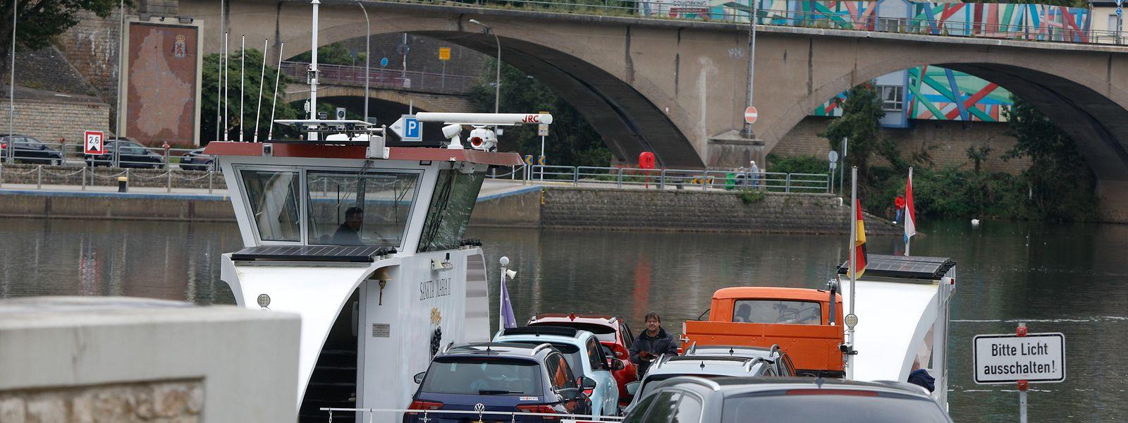 """Die Moselfähre """"Sankta Maria II"""" ist für viele Autofahrer in den Zeiten der Verkehrsbeeinträchtigungen zwischen Luxemburg und Deutschland eine willkommene Alternative."""