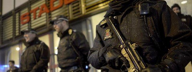 Dans le contexte des attentats de Paris, la présence policière était bien visible devant le stade Josy Barthel où a eu lieu la rencontre Luxembourg-Portgual, mardi soir à Luxembourg.