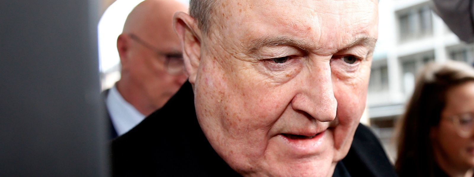 Philip Wilson, australischer Erzbischof, kommt nach der Urteilsverkündung aus dem Amtsgericht.