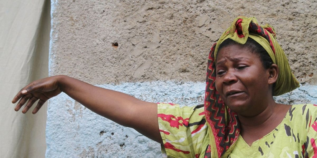 Une femme pleure la mort d'un proche à Bujumbura. Le nombre des victimes de la crise burundaise devient de plus en plus préoccupant.