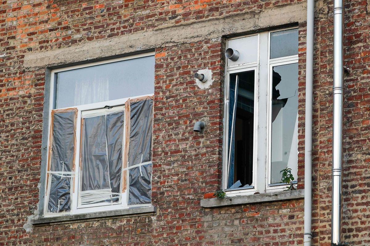 In der Brüsseler Wohnung, wo am Dienstag eine Schießerei stattfand, entdeckten die Fahnder Fingerabdrücke von Salah Abdeslam.