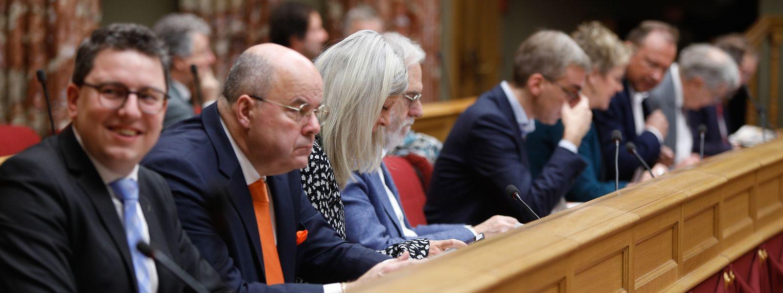 L'opposition a vivement critiqué le budget présenté par le gouvernement.