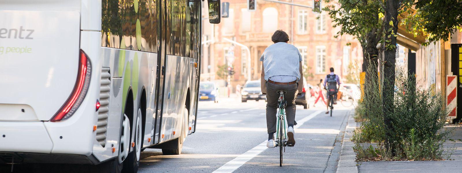 Ah, le bonheur d'une piste cyclable urbaine dégagée de tout véhicule en stationnement...