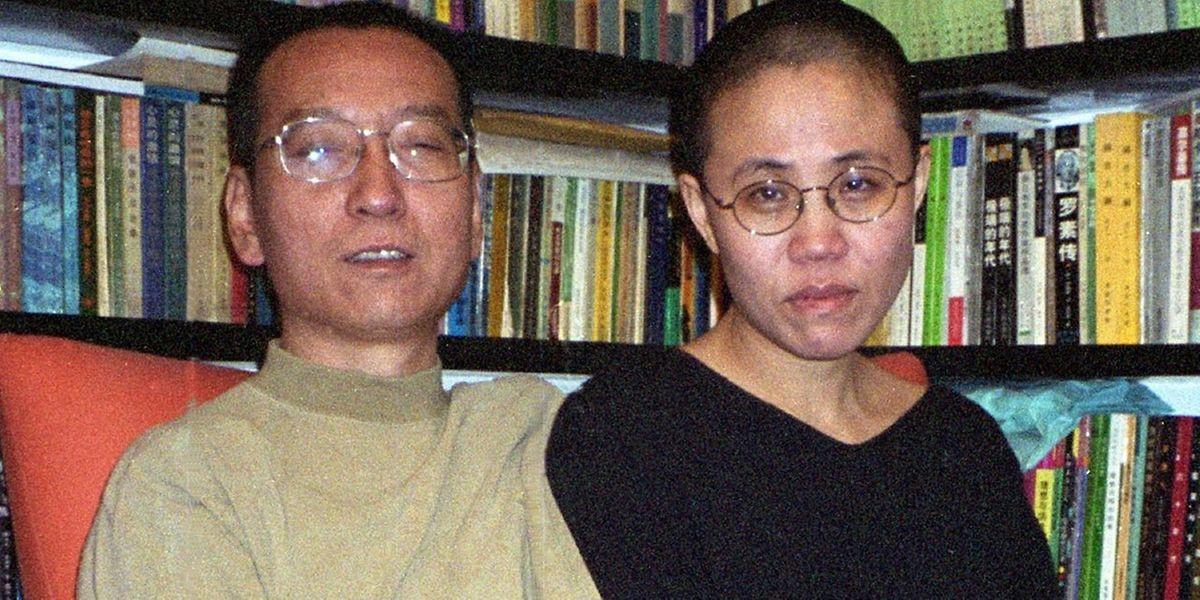 (FILES) This file Ein Foto aus gemeinsamen Zeiten: Nach dem Tod von Liu Xiaobo, ist seine Witwe Liu Xia spurlos verschwunden.