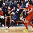 Steve Guedes, en bleu, Racing Futsal Luxembourg, et Ernad Ma?i?, FCD03 / Foto: Stéphane Guillaume
