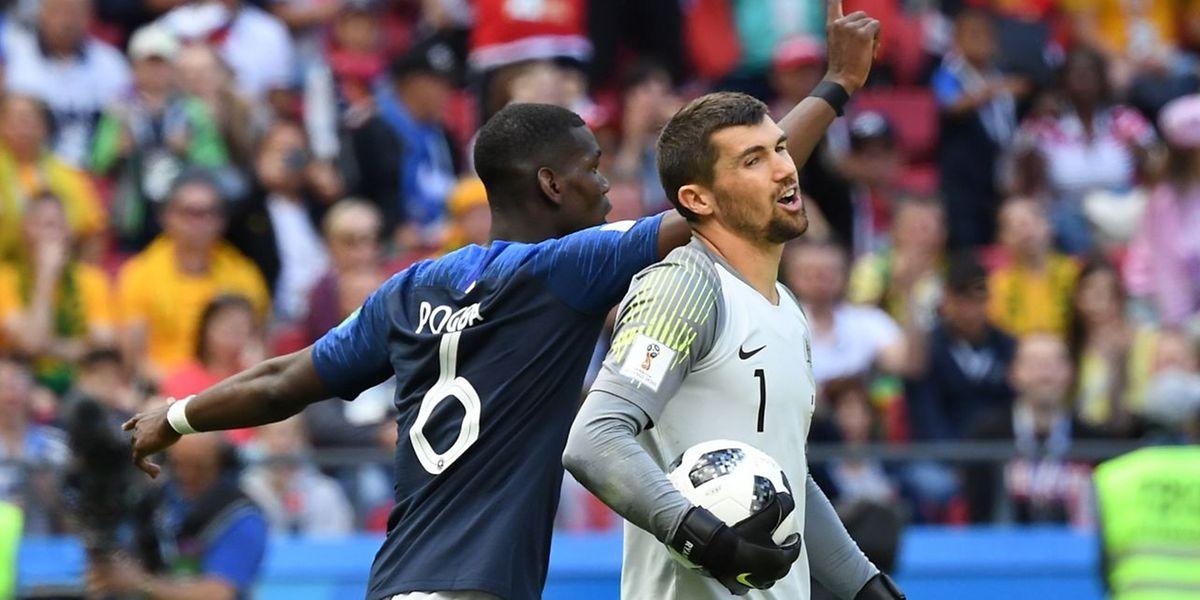 Le gardien australien, Mathew Ryan le sait: le ballon de Paul Pogba (en bleu) a bel et bien franchi sa ligne de but