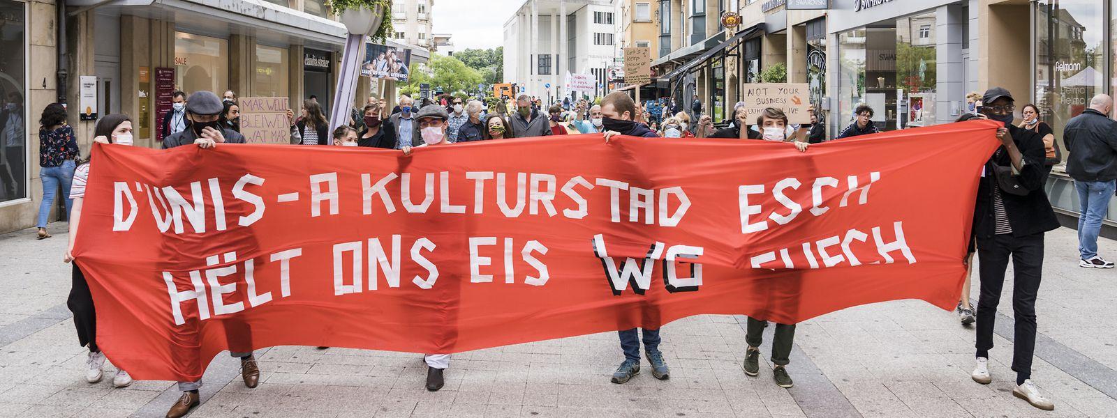 Die Demonstranten gingen im Umzug durch die Rue de l'Alzette.