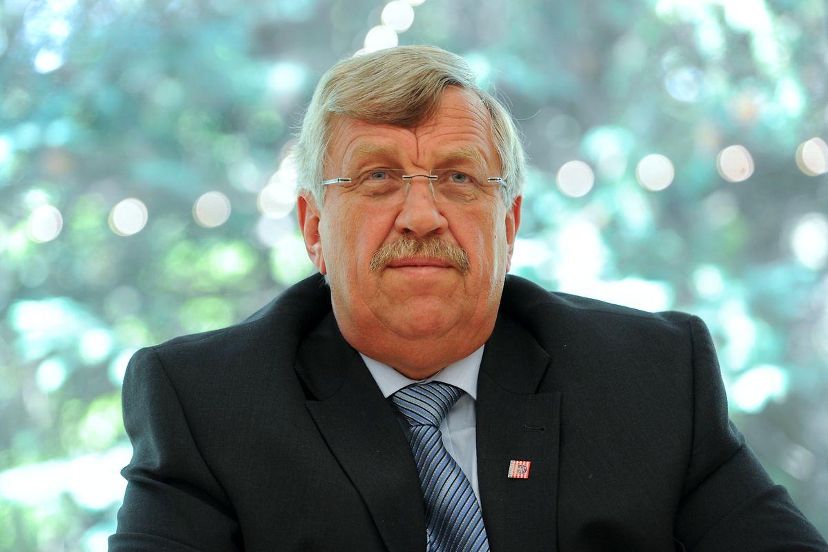 25.06.2012, Hessen, Kassel: Walter Lübcke (CDU), Regierungspräsident von Kassel, spricht bei einer Pressekonferenz.