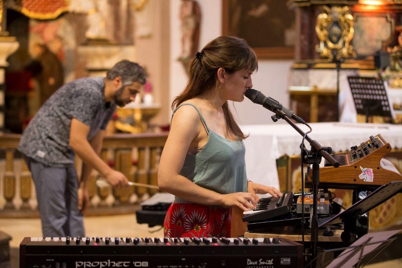 Claire Parsons und Uriel Barthélémi sorgten für sphärische Klänge.