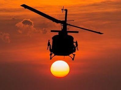 chopper, lebensabend, sonnenuntergang, sonnenlicht, suche, raketengeschosse, clever, fahren, fliege, fliegen, fliehen, fluchten, flüchten, hosenschlitz, smart, behang, erhängung, hängend, hängende, behüten, schutz, schützen, wachter, wächter, iran, habicht, marine, marineamt, marineblau, seestreitkräfte, flotte, veteranen, gefahrlos, geldschrank, sicher, tresor, soldat, soldatin, armee, heer, militär, militärisch, courage, mut, seahawk, apfelsine, apfelsinenbaum, orangen, orangenbaum, arbeitszeit, einfuhrsteuer, pflicht, schicht, zoll, gmbh, abenddaemmerung, abenddämmerung, sonne, fahigkeit, fertigkeit, fähigkeit, geschicklichkeit, kunst, talent, vereinigt, vereinigte, vereint, helikopter, hubschrauber, auftrag, mission, anfall, angreifen, angriff, attacke, attackieren, staaten, afghanistan, bomben, die bomben, krieg, krieg führen, kriegen, flugsport, luftfahrt, waffen, flugzeugführer, fuhren, führen, lotse, lotsen, pilot, meeres, desertieren, verlassen, wuste, wüste, wüstenlandschaft, blackhawk, karriere, armee, bundeswehr, heer, heeresamt, landstreitkräfte, meer, see, tiefe, flieger, bedrohung, gefahr, risiko, schattenriss, schattenriß, scherenschnitt, silhouette, erzwingen, gewalt, kraft, kräfte, zwingen, retten, rettung, rettungs, irak, denkmal, gedenk, gedenkgottesdienst, mahnmal, arie, ausstrahlen, luft, luften, lüften