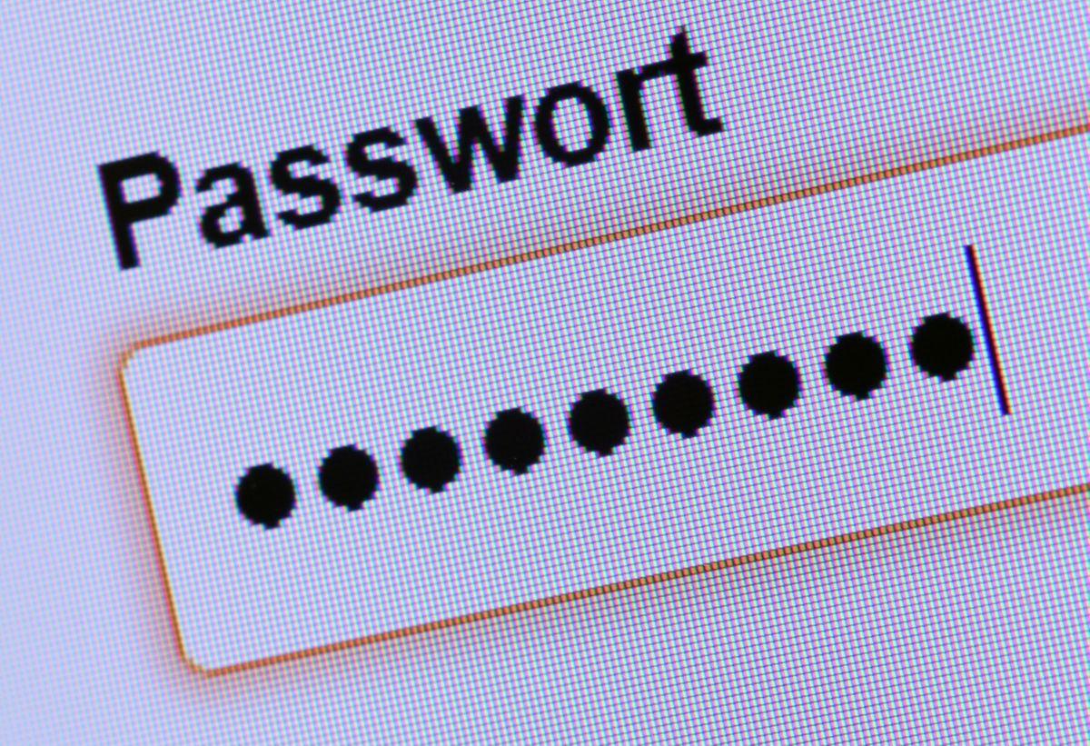 Sichere Passwörter haben einen Nachteil: Sie sind nur selten leicht zu merken. Passwortmanager schaffen hier Abhilfe. Anwender speichern dort alle ihre Passwörter ab.