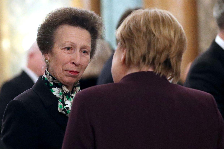 Prinzessin Anne feiert 2020 ihren 70. Geburtstag. Hier spricht sie am Rande des NATO-Gipfels mit der deutschen Bundeskanzlerin Angela Merkel.