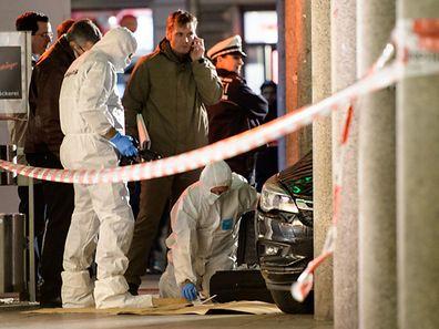Vers 16 heures samedi, un homme au volant d'une voiture de couleur sombre a foncé dans ce groupe de personnes à Heidelberg.