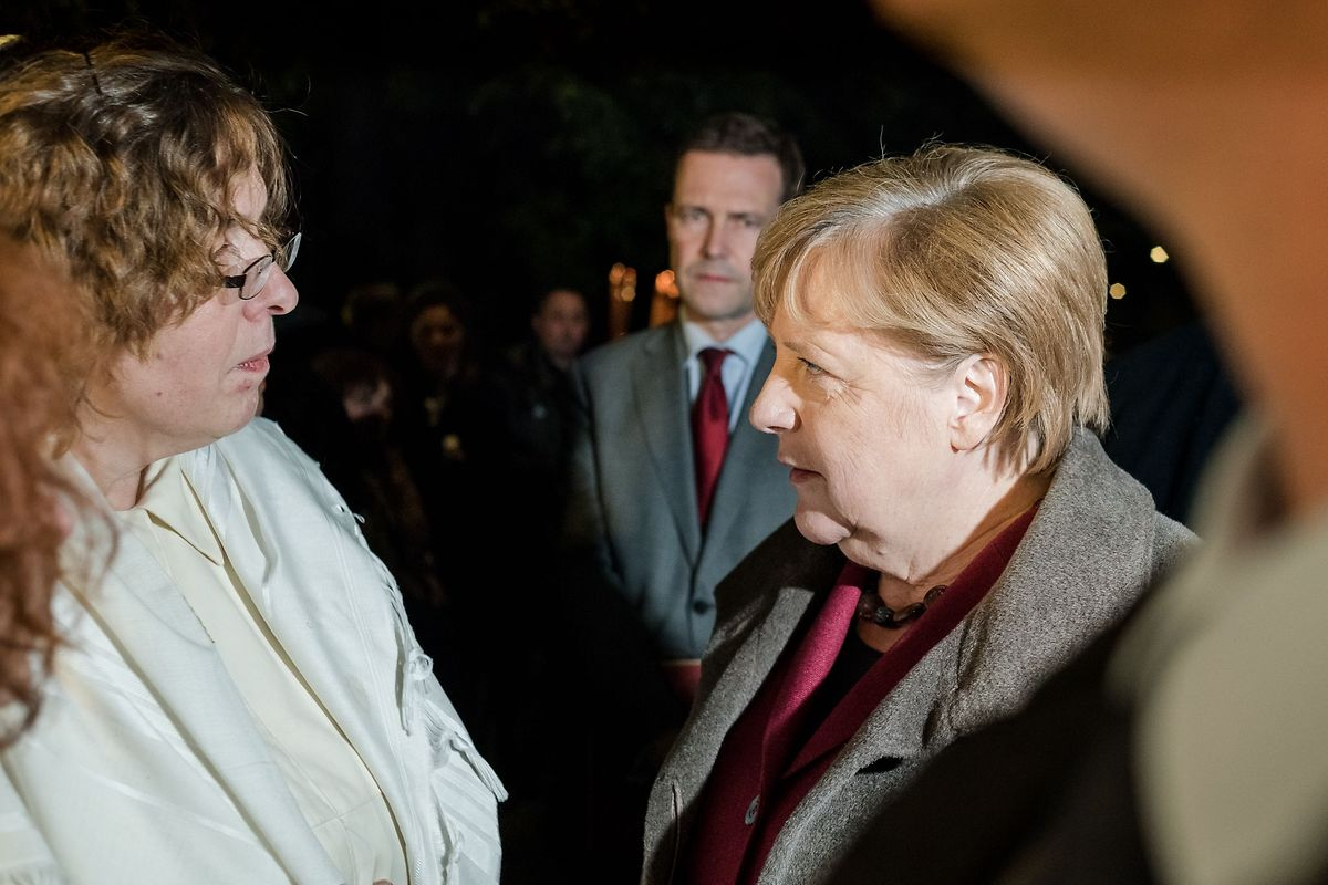 Bundeskanzlerin Angela Merkel hat am Mittwochabend an einer Solidaritätsveranstaltung an der Synagoge in der Oranienburger Straße in Berlin teilgenommen.