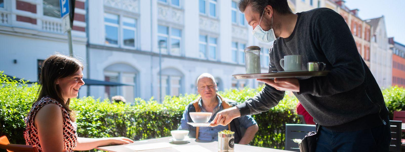 """A partir du 13 juin, jusqu'à 10 personnes pourront être servies à la même table. En terrasses comme   en intérieur si l'établissement respecte le protocole """"covid check""""."""