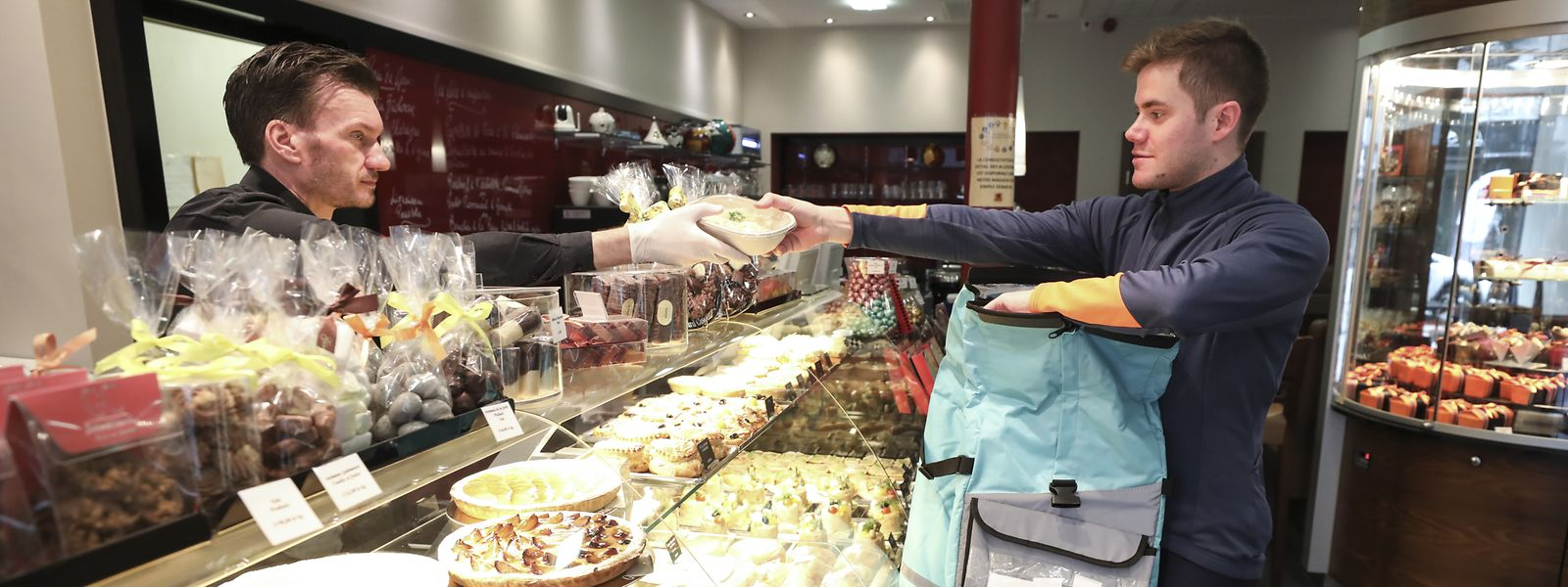 Gelebte Solidarität in Krisenzeiten: Fahrradkurier Sébastien Cayotte aus Esch erledigt Einkäufe für Senioren und Bedürftige.