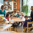 Großherzogin Maria Teresa suchte das Gespräch mit den Kleinen - hier in der Vorschule in Ermsdorf.