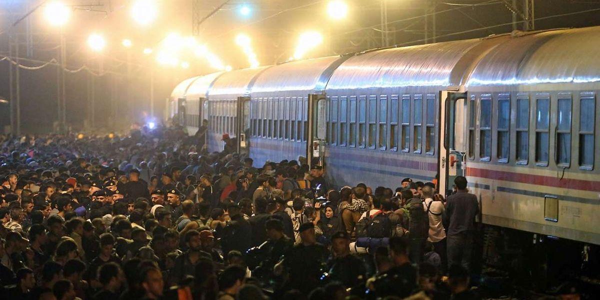 Nachdem Ungarn seine Grenze abriegelte, versuchen tausende Flüchtlinge über Kroatien weiter nach Nordeuropa zu gelangen.