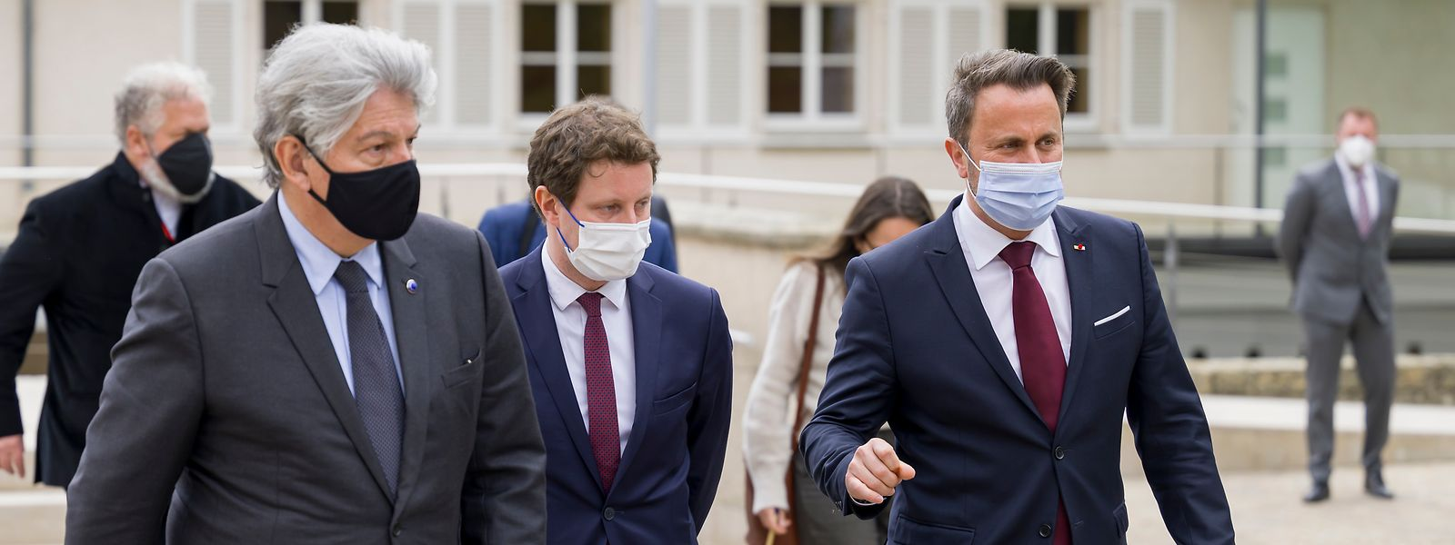 Présent lundi au Luxembourg, Thierry Breton (à g.) a indiqué que 410 millions de doses allaient être livrées au second semestre 2021, contre 106 millions au cours du premier.