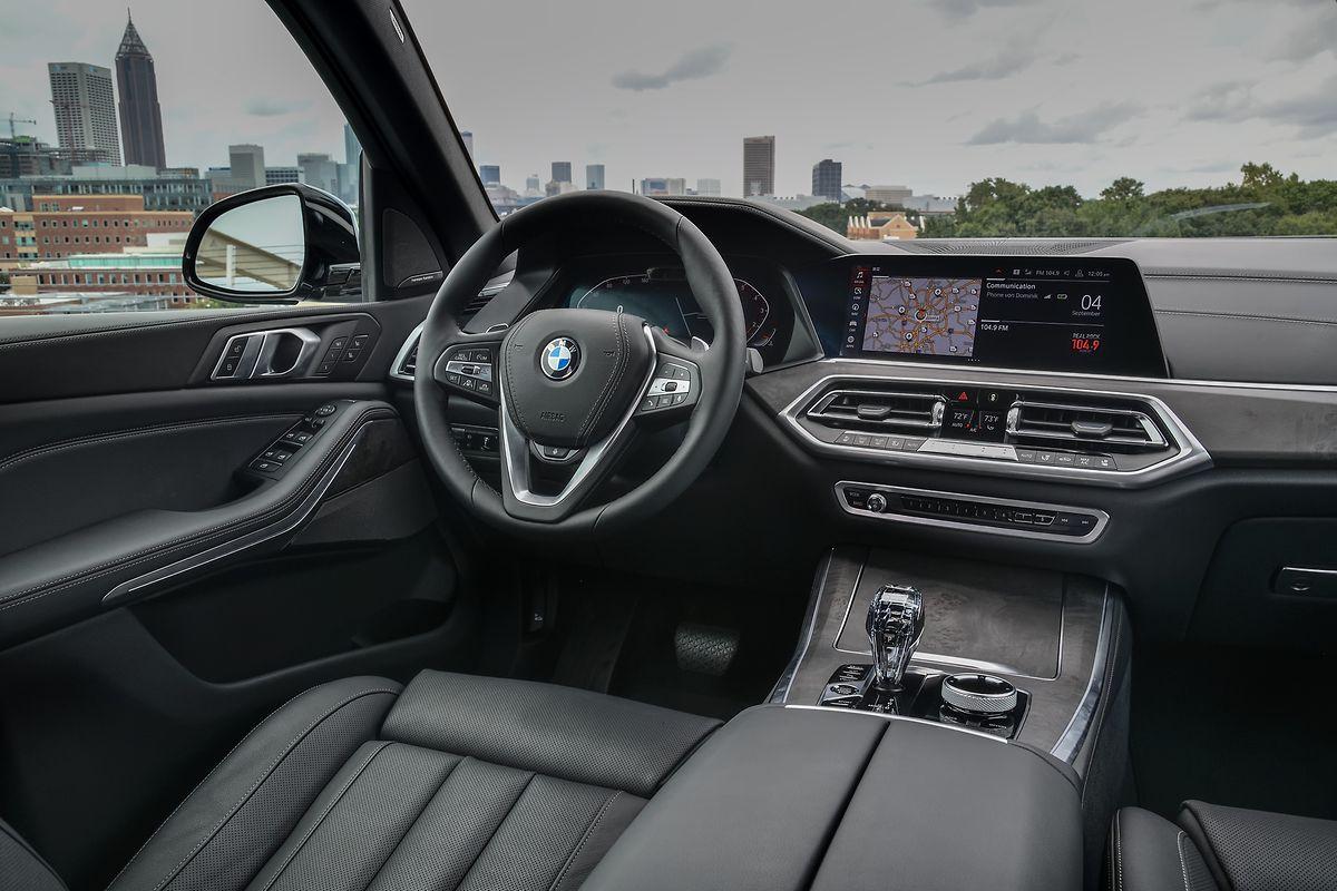 An Bord des BMW-Dickschiffs geht es sehr luxuriös zu.