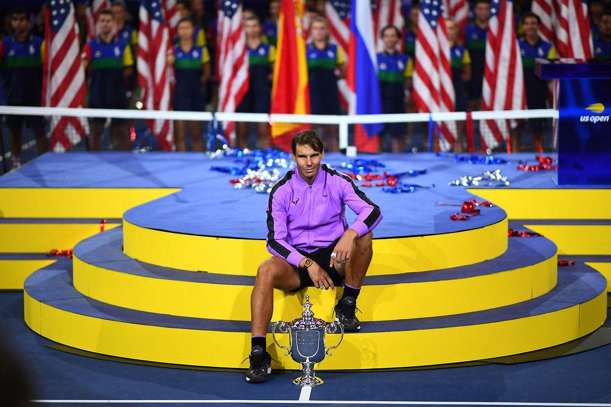 Rafael Nadal, avec son 19e titre du Grand Chelem, ne se trouve plus qu'à une longueur de Roger Federer, le détenteur du record.