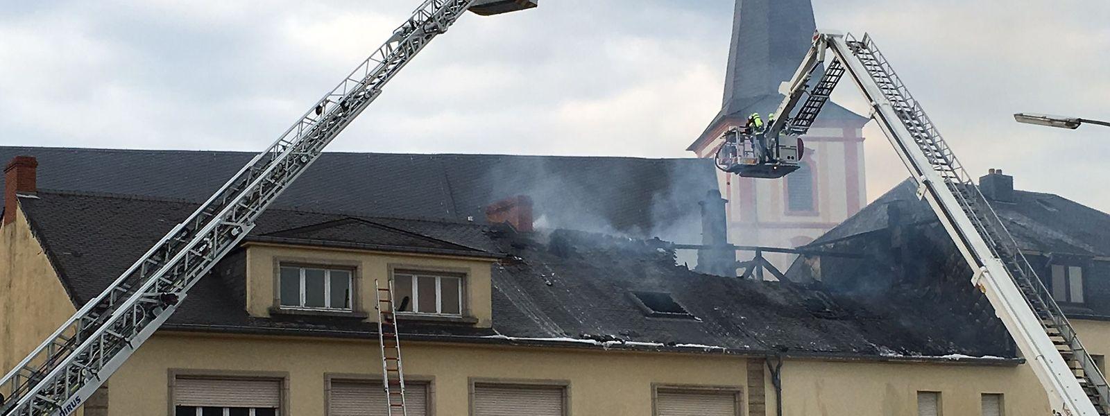 An dem betroffenen Gebäude entstand hoher Materialschaden.