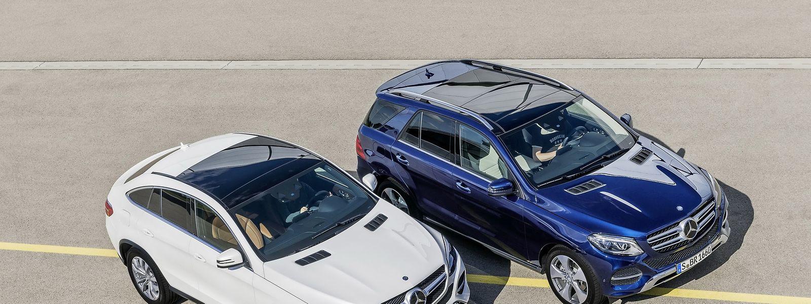 Die Technik hält, was der Look verspricht: Während beim GLE Coupé (links) die Fahrdynamik im Vordergrund steht, wartet der GLE mit hoher Geländekompetenz auf.