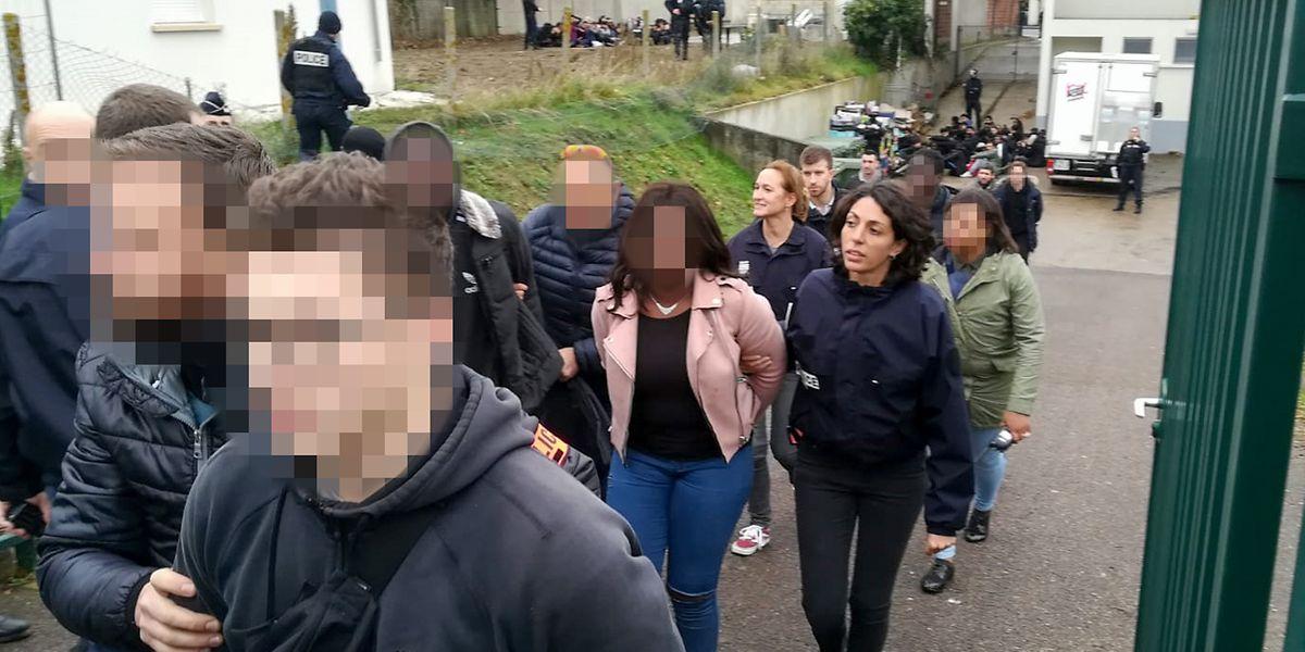 Auch am Donnerstag mussten Sicherheitskräfte - wie hier in Mantes-la-Jolie - nach Auseinandersetzungen eingreifen.