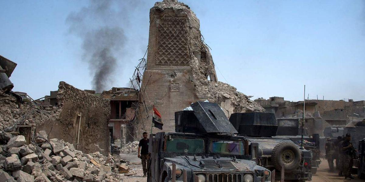 In einem Gebiet in der Nähe Tikrits ist die Terrormiliz noch immer aktiv, obwohl der irakische Premier Haidar al-Abadi am 9. Dezember nach drei Jahren der Kämpfe die Befreiung des Landes von der Gruppe verkündet hatte.