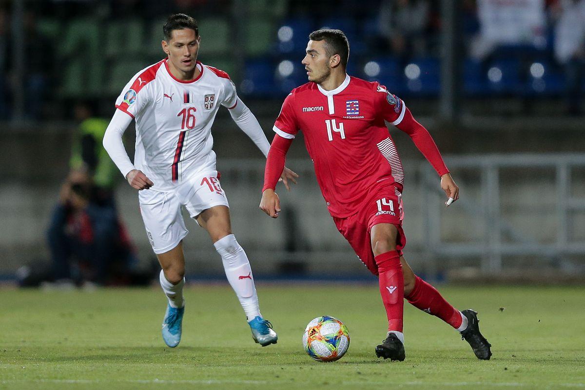 Danel Sinani (en rouge, ici face au Serbe Sasa Lukic lors du match aller) est de retour dans sa ville natale
