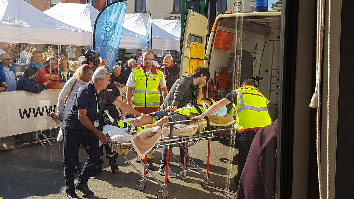 Justin Jules emmené en ambulance.