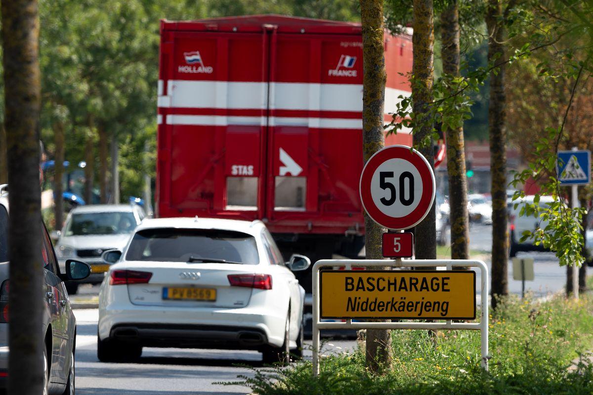 Der Stau in Niederkerschen soll durch die geplante Umgehungsstraße abnehmen.