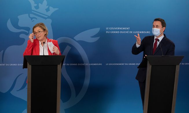 Health Minister Paulette Lenert and Prime Minister Xavier Bettel at a press conference last month