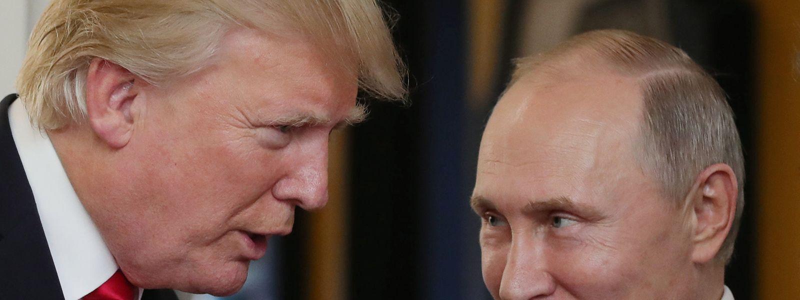Ein Händeschütteln zwischen US-Präsident Donald Trump und Russlands Präsident Wladimir Putin beim APEC-Gipfel in Da Nang (Vietnam).