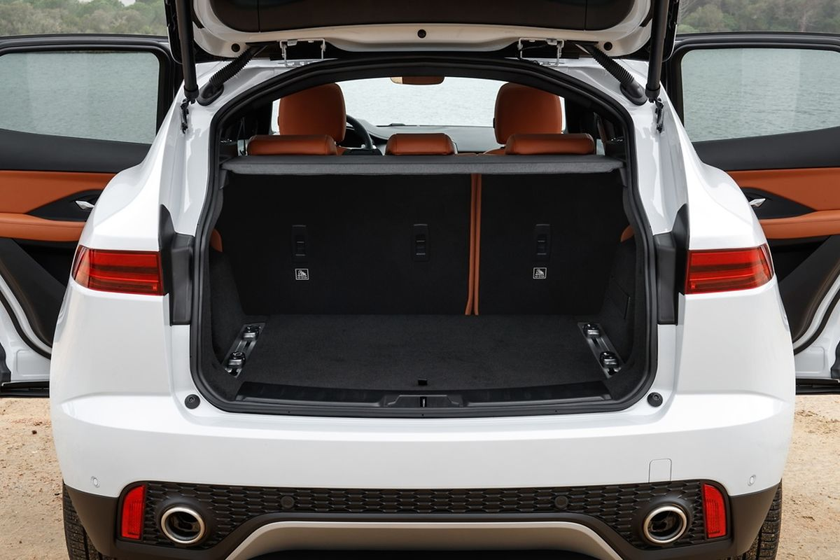 Der Kofferraum des E-Pace fasst zwischen 577 und 1234 Liter.