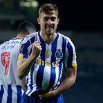 FC Porto arranca vitória nos descontos e espera deslize do líder Sporting