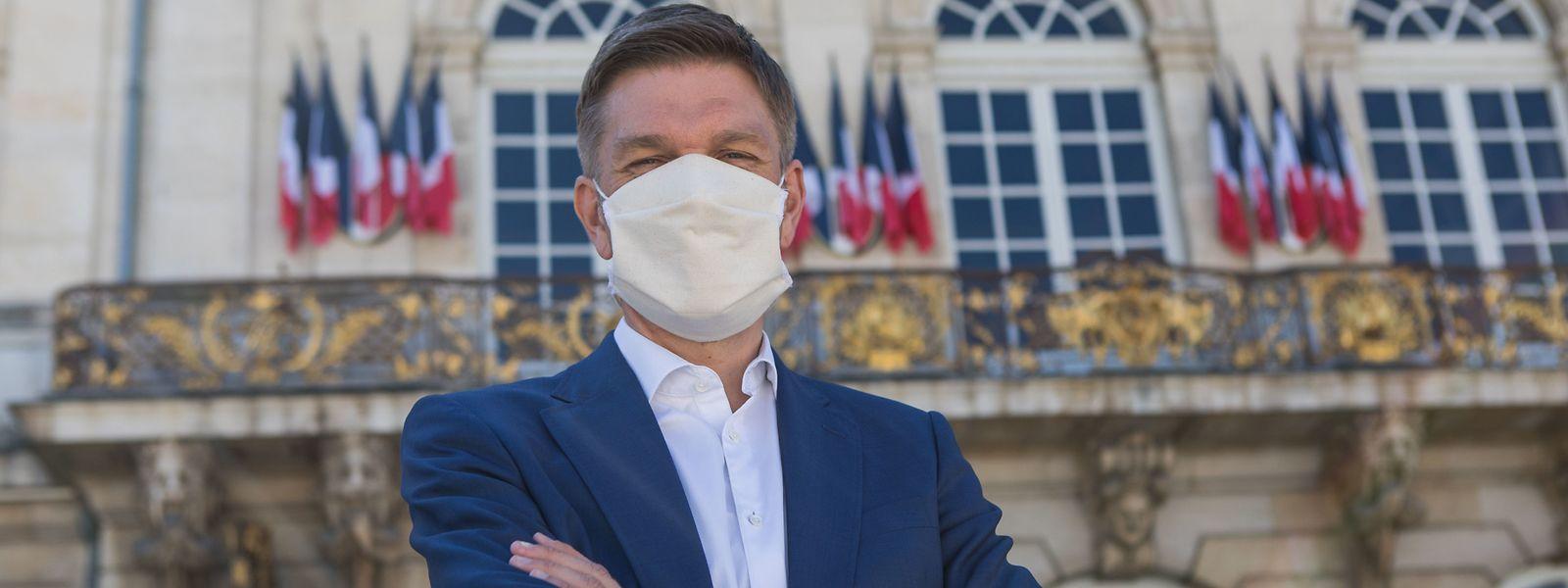 Le nouveau maire de Nancy, Mathieu Klein, a déjà adopté le geste qu'il va imposer à toute la ville à compter de samedi.