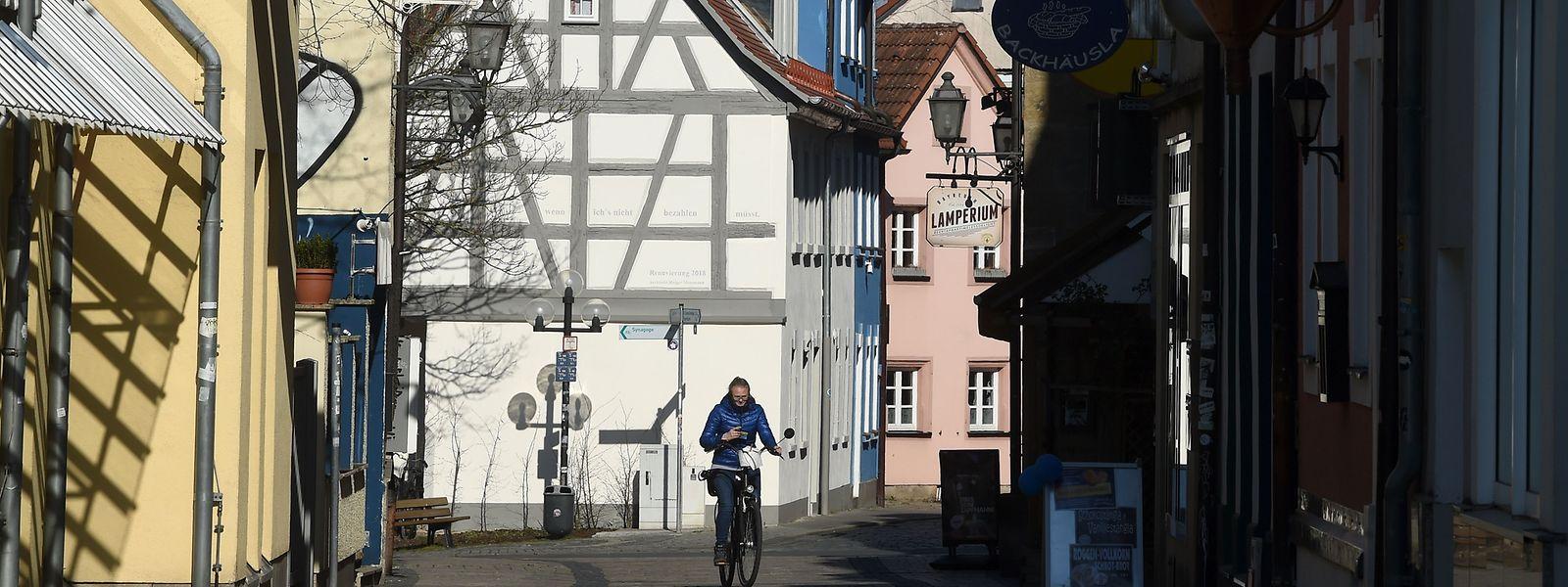 Depuis quelques jours, en Allemagne, une personne porteuse du virus ne contamine en moyenne plus qu'une autre personne. Le taux était de cinq à sept auparavant.