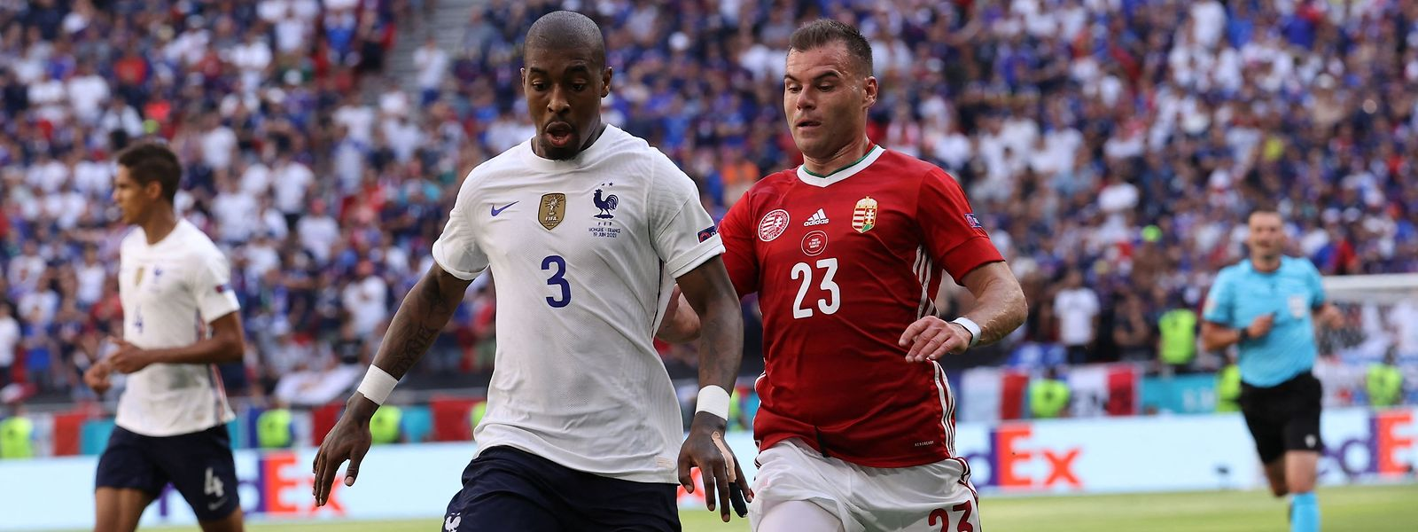 Presnel Kimpembe (l.) und Frankreich kommen gegen Ungarn um Nemanja Nikolic nicht über ein Unentschieden hinaus.