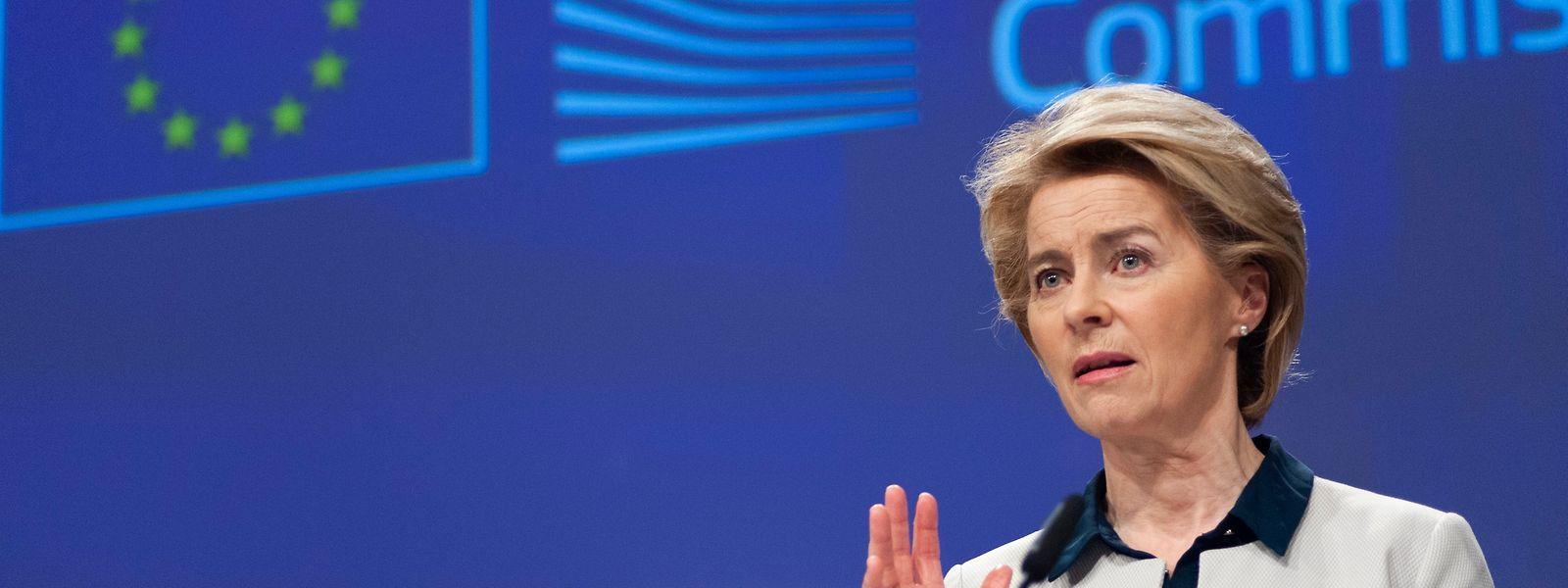 Ursula von der Leyen s'est entendue avec Angela Merkel et Emmanuel Macron pour prendre des mesures aux frontières extérieures de l'Union dans le cadre de la lutte contre le coronavirus.