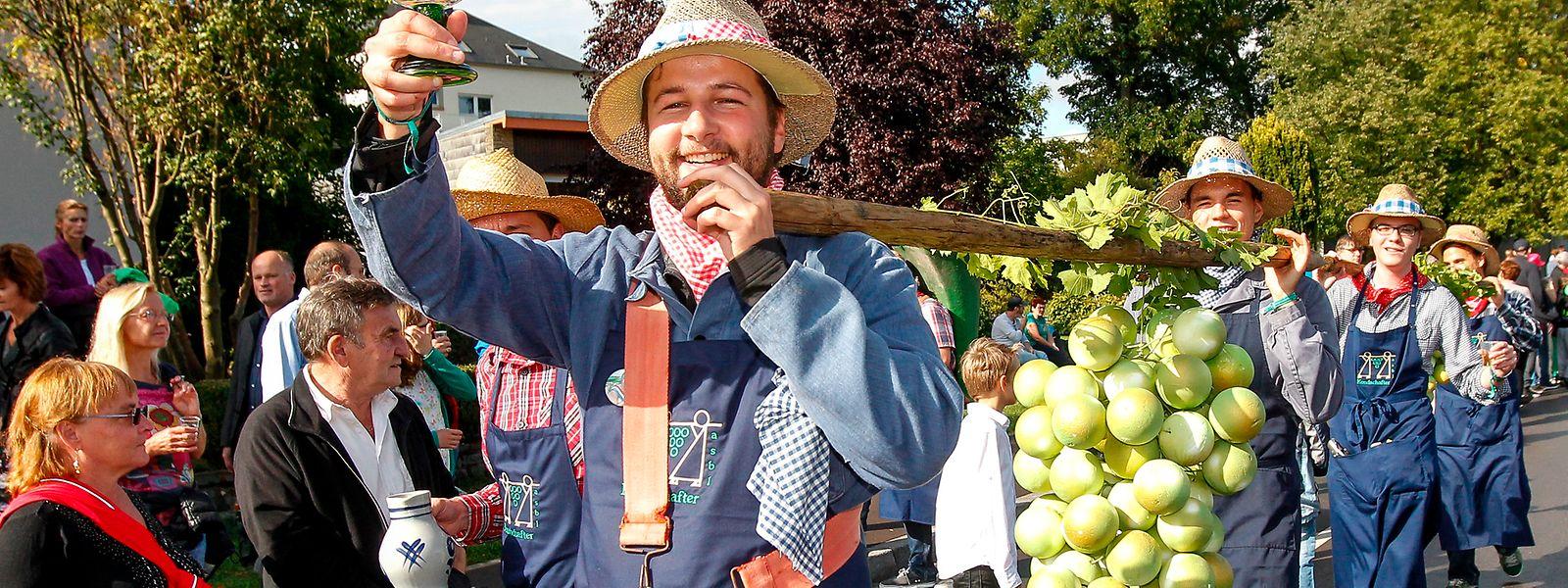 Der folkloristische Umzug in den von Menschen umsäumten Straßen gehörte vor Corona zum festen Programm des Festes. Doch pandemiebedingt wird es dieses Jahr anders aussehen.