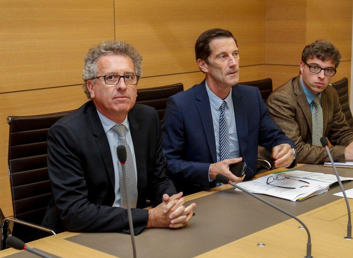"""""""Ein Ruling ist kein Steuervorteil"""": Finanzminister Pierre Gramegna (links) versucht eigener Aussage zufolge den Abgeordneten die Logik der Steuerrulings verständlich zu machen."""