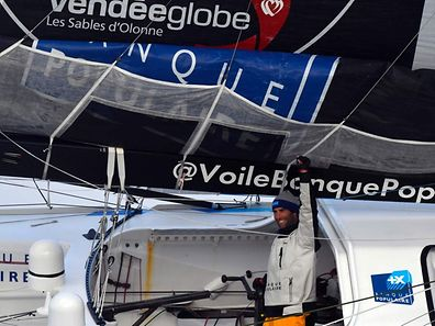 French skipper Armel Le Cleac'h waves as he sails his Imoca monohull upon his arrival at the finish line of the Vendee Globe solo around the world sailing race, on January 19, 2017 off Les Sables d'Olonne, western France. Armel Le Cleac'h was Thursday less than 60 nautical miles from a record first Vendee Globe triumph after fighting off Alex Thomson's titanic challenge in the solo round the world yacht race. / AFP PHOTO / Damien MEYER