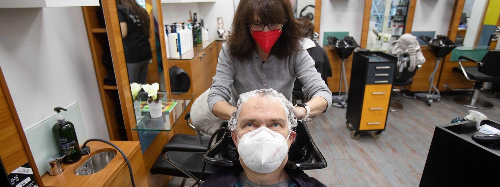 En Autriche, le port du masque FFP2 est obligatoire dans les commerces et prestataires de services, comme coiffeurs ou garagistes.