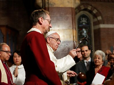 Papst Franziskus stattete des anglikanischen Gemeinde einen Besuch ab.