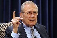 """ARCHIV - 22.02.2011, USA, Washington: Der ehemalige US-Verteidigungsminister Donald Rumsfeld spricht bei einer Diskussion zu seinem neuen Buch """"Known and Unknown\ A Memoir"""" in der Heritage Foundation. (zu """"Ex-US-Verteidigungsminister Donald Rumsfeld ist tot"""") Foto: Michael Reynolds/EPA/dpa +++ dpa-Bildfunk +++"""