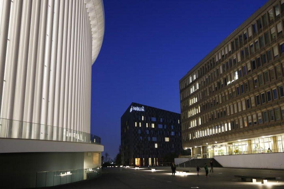 La Place de l'Europe avec la Philharmonie et le bâtiment Schumann.
