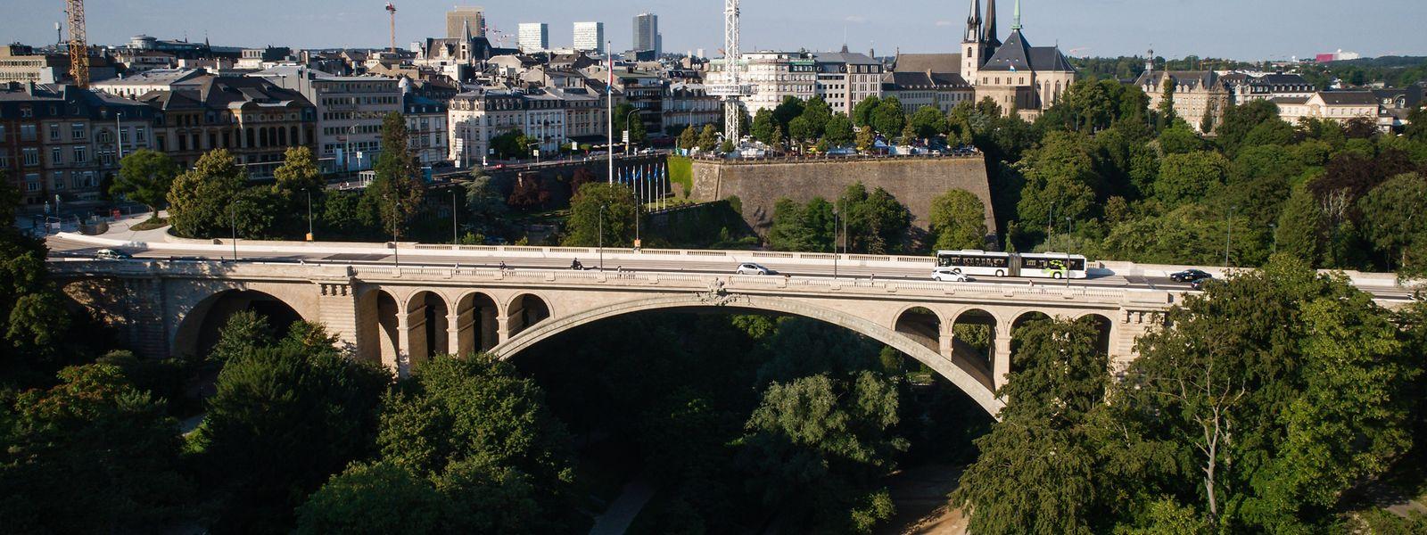 115 Jahre hat der Pont Adolphe auf dem Buckel. Dank einer Generalüberholung ist er dennoch gut in Schuss.