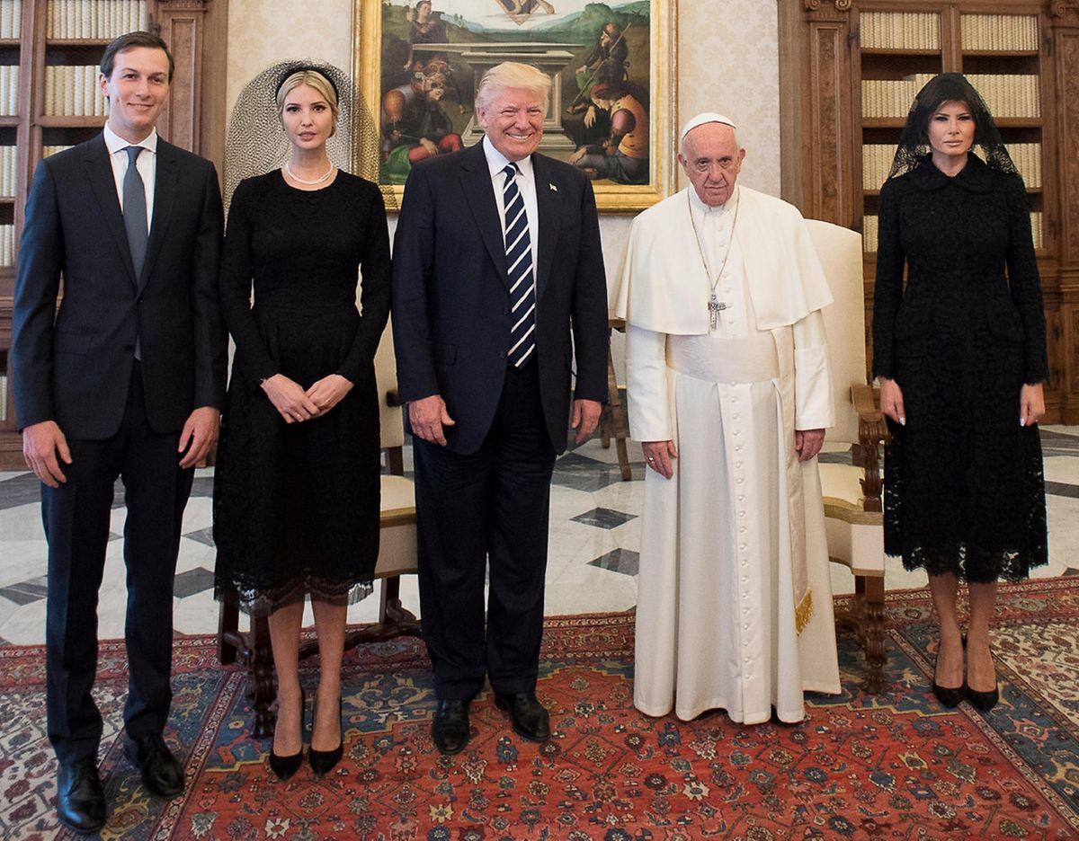 Über Melanias Schleier, den sie beim Besuch im Vatikan trug, wurde viel gewitzelt.