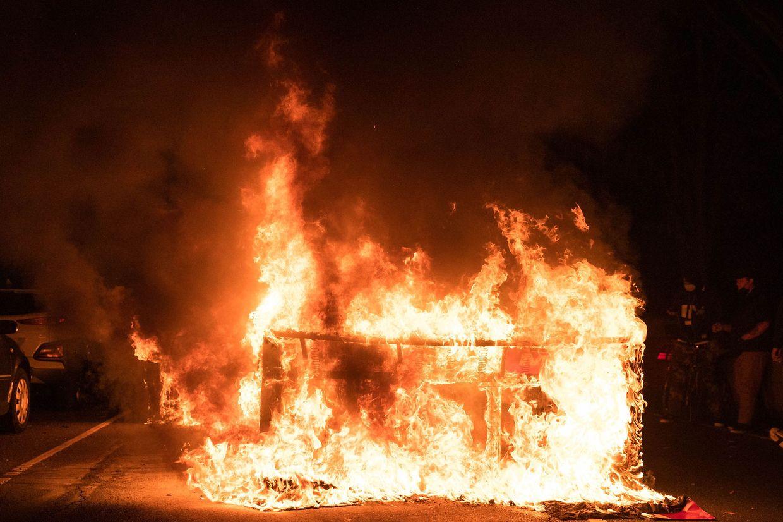 Ein brennendes Sofa in West Philadelphia.